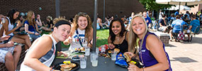 photo of students eating at a welcome week event