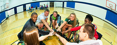 photo of students in the student union gym