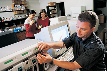 photo of Steven Berberich and students working in a lab