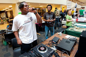 photo of students at welcome week event