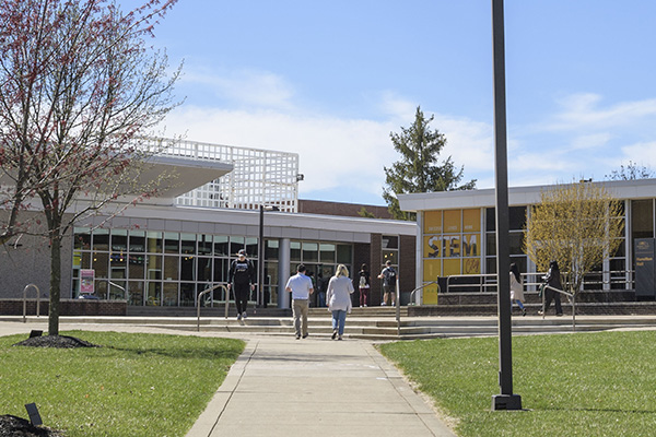 Visitors walking toward wright states student union